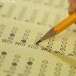 Chutar as respostas supera a nota mínima no Enem em 32%. Pode isso?