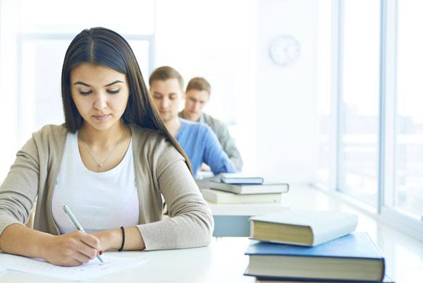 estudantes-fazendo-prova-p