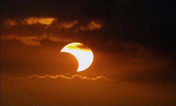 Eclipse Lunar e a Propagação da Luz