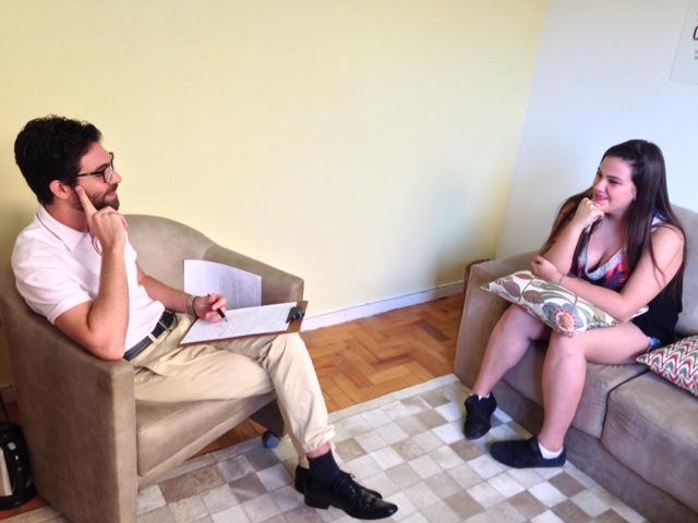 Primeiro acompanhamento para se conhecer e traçar um perfil psicológico. Emily e Bruno no Instituto Movimento