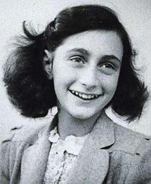Fonte: https://pt.wikipedia.org/wiki/Anne_Frank - Anne Frank – Fotografia de 1942