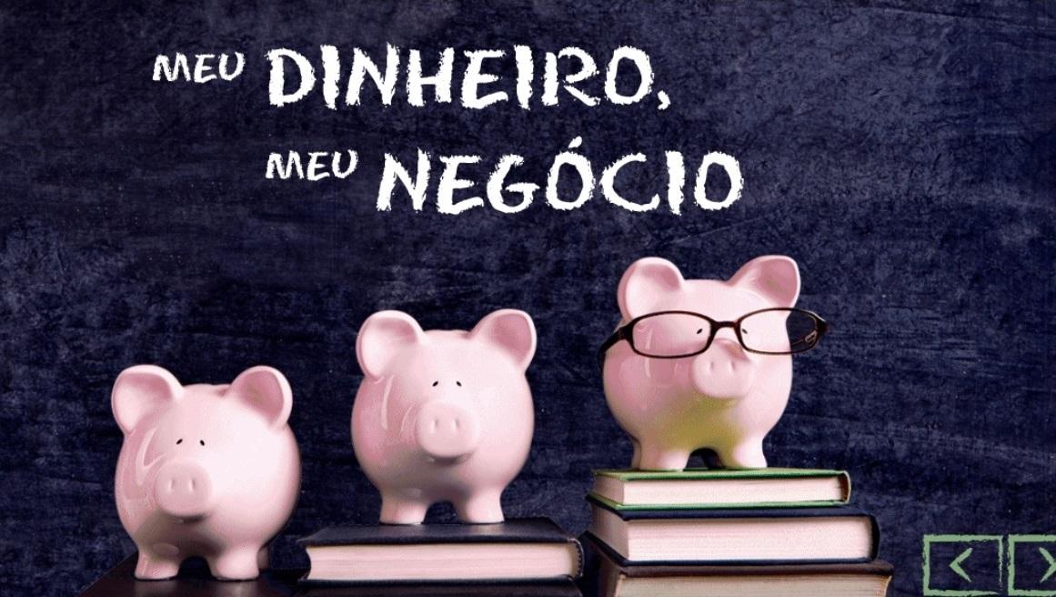 JUnior Achiavement - Imagem com três porquinhos significando economia de dinhieiro